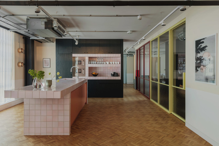 Фото №11 - Яркий офис в стиле mid-century в Лондоне