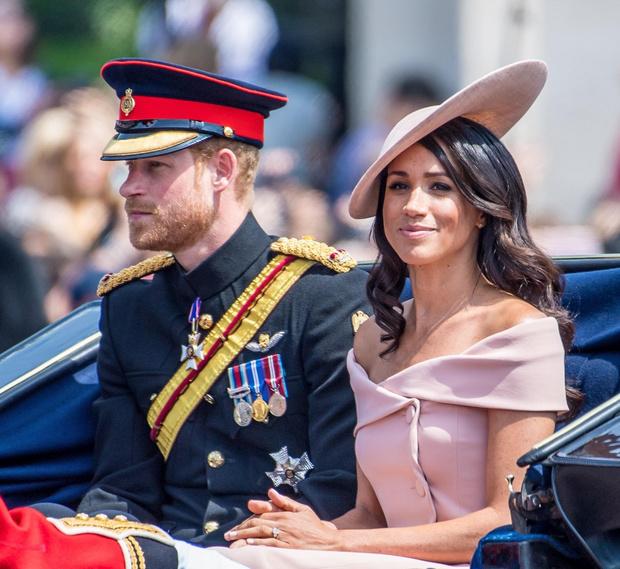 Теперь Гарри и Меган не будут получать денег от Елизаветы II