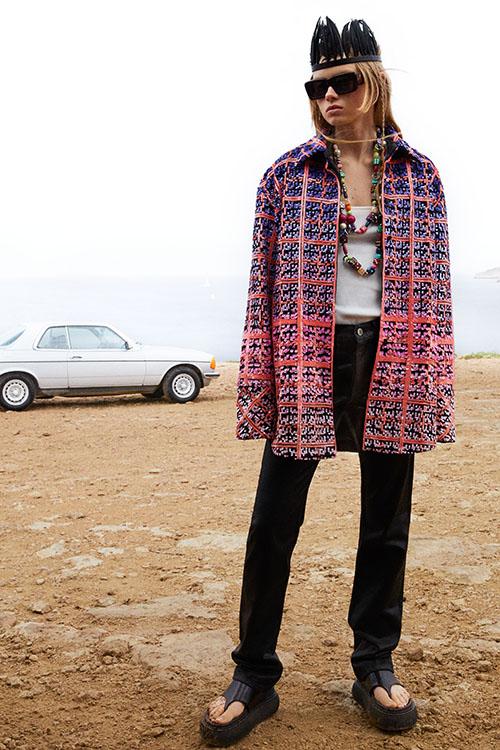 Фото №18 - Цветные шубы, вязаные брюки и венец из перьев: коллекция Attico осень-зима 2021
