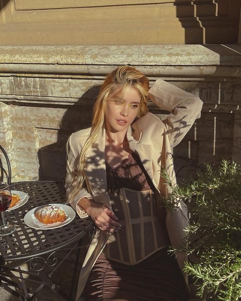 Фото №1 - Платье+корсет: элегантный образ для свидания от Ани Хахадетки