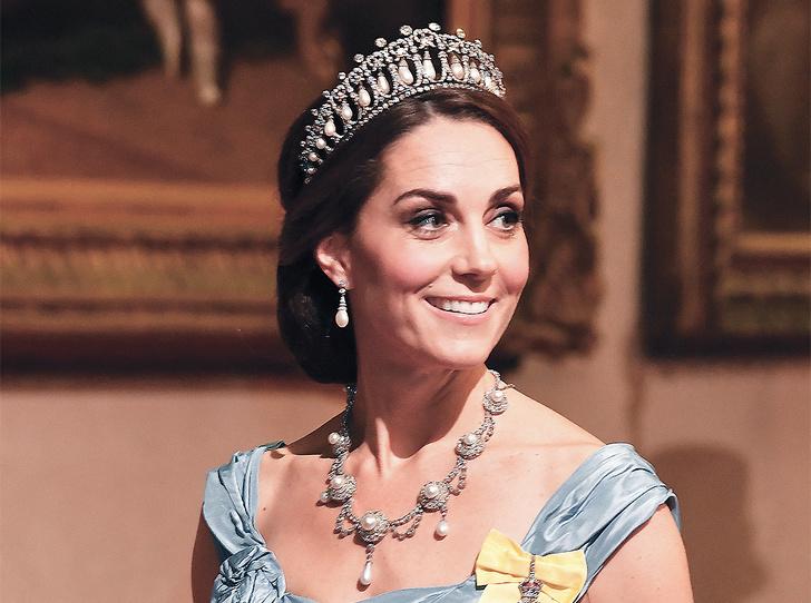 Фото №7 - Парад тиар в Букингемском дворце (и самая большая – у королевы Максимы)