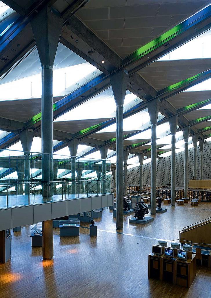 Фото №7 - Книжный мир: 12 потрясающих библиотек