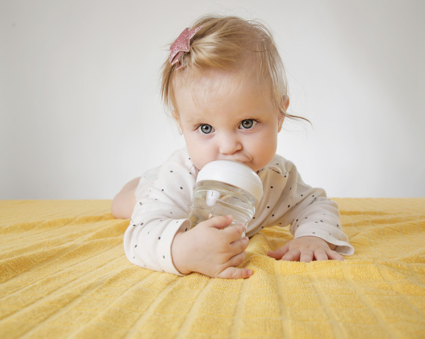 Фото №1 - Как и когда давать воду грудничку: мнение педиатров