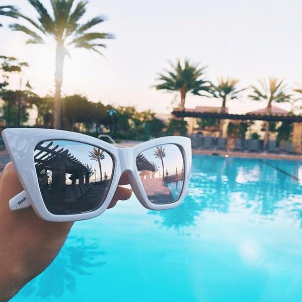 Фото №17 - Звездный Instagram: Отвисаем у бассейна