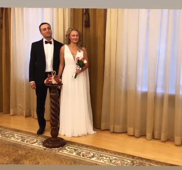 Фото №2 - Звезда «Закрытой школы» Валерия Минина вышла замуж