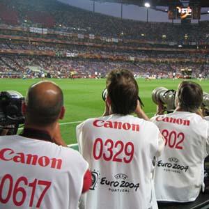 Фото №1 - Футбольным фанатам поставят спецштамп