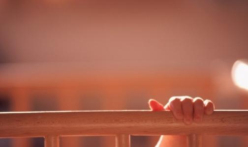 Фото №1 - За смерть грудного ребенка, заморенного голодом, «пожурили» врачей поликлиники