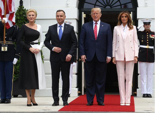 Фото №2 - Тайный язык Мелании Трамп: как первая леди США сообщает о своем настроении с помощью одежды