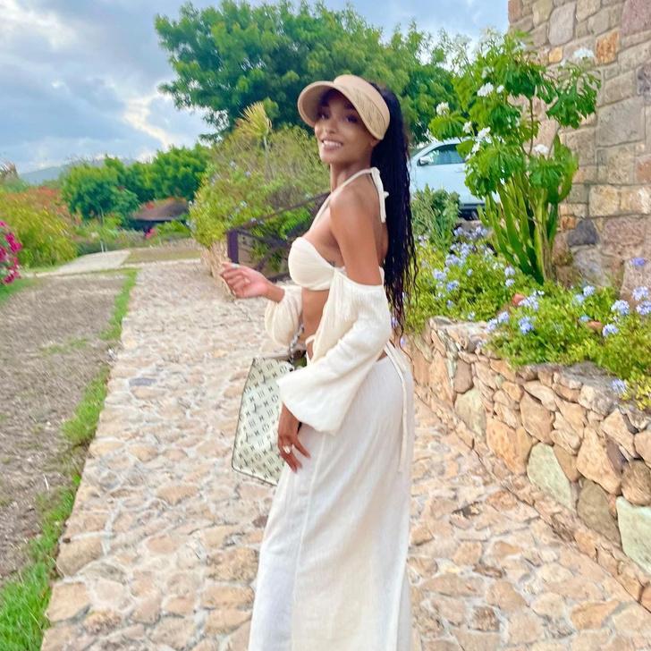 Фото №3 - Льняной костюм и соломенный козырек: модель Джордан Данн нашла безупречный наряд для отпуска