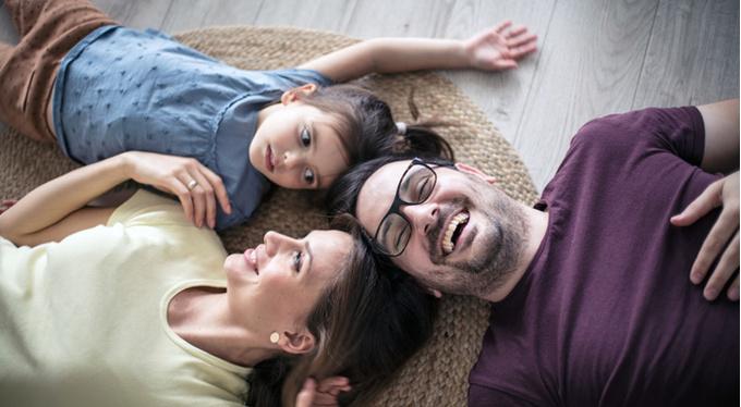 Чем занять ребенка дома в плохую погоду? 10 игр для веселого вечера