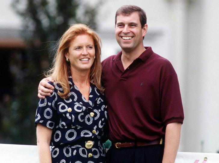 Фото №1 - Почему принц Эндрю и Сара Фергюсон остались жить вместе после развода