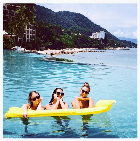 Фото №16 - Звездный Instagram: Знаменитости на море