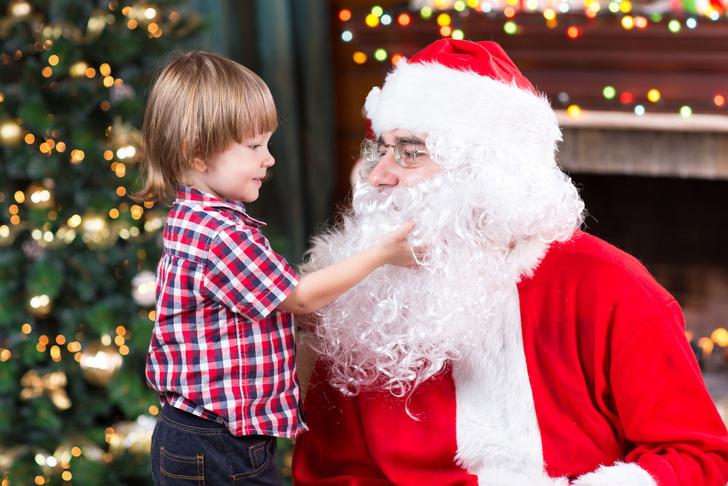 Фото №1 - Психологи рассказали, в каком возрасте дети перестают верить в Деда Мороза