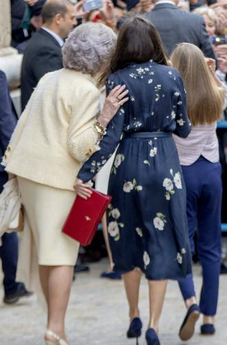Фото №4 - Королевы Летиция и София забыли о стычке