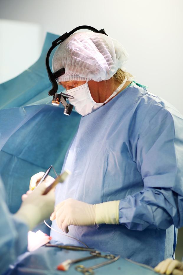 Фото №2 - «Стандарты мужской красоты меняются»: интервью с пластическим хирургом Ильей Сергеевым