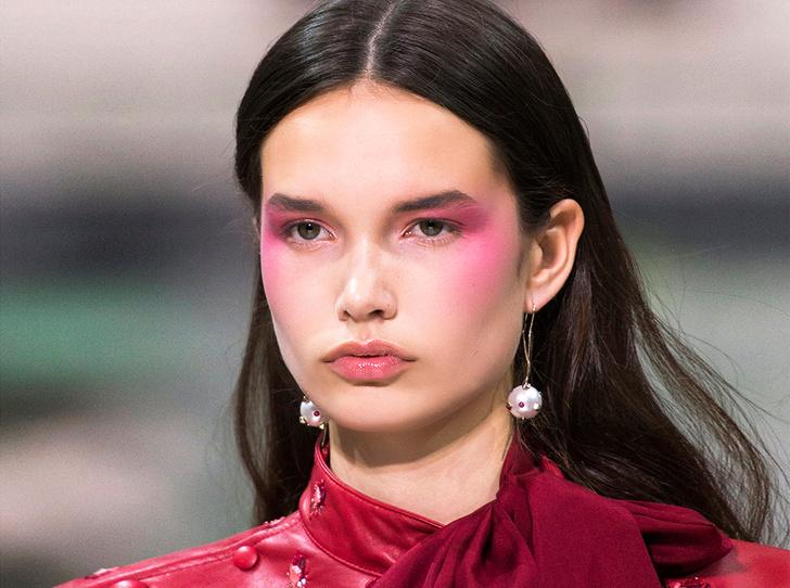 Фото №1 - Самый весенний макияж: вспоминаем, что такое дрейпинг (и как его делать)