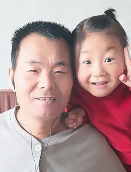 Фото №3 - 6-летняя девочка в одиночку ухаживает за отцом-паралитиком