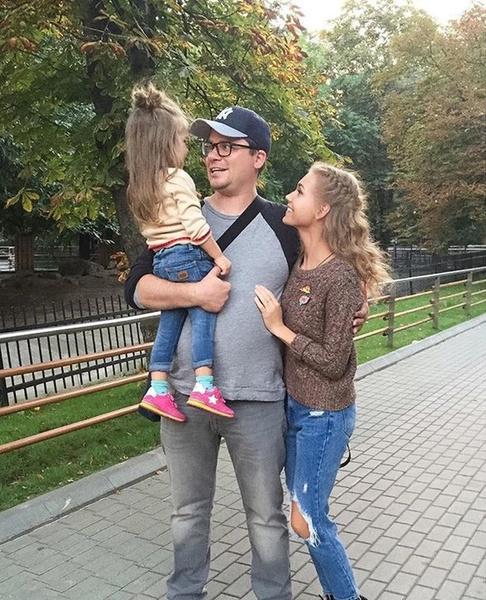 Фото №6 - Дождались! Гарик Харламов появился на мероприятии в обнимку с Катериной Ковальчук