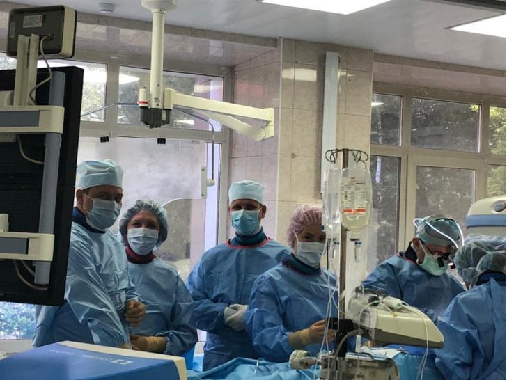 врачи провели уникальную операцию на сердце через разрез на шее
