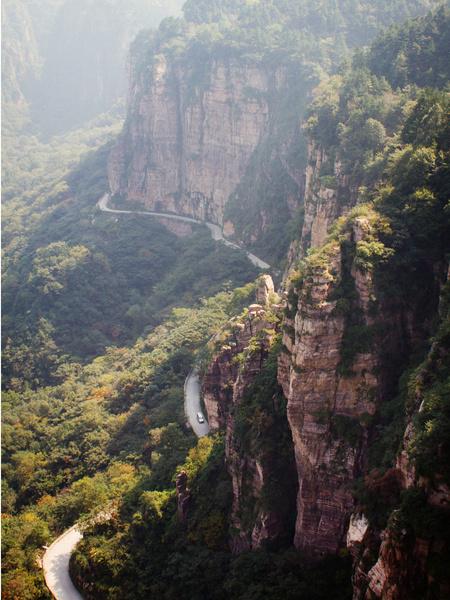 Фото №3 - Топ-9 самых опасных дорог в мире
