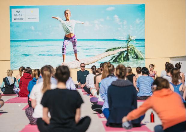 Фото №2 - Все бежим на Roxy Yoga: солнце, река и плоский животик