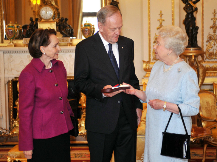 Фото №2 - Обмануть монарха: как шутка над Королевой едва не привела к международному конфликту