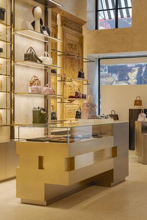 Фото №11 - Новый бутик Delvaux в самом сердце Парижа