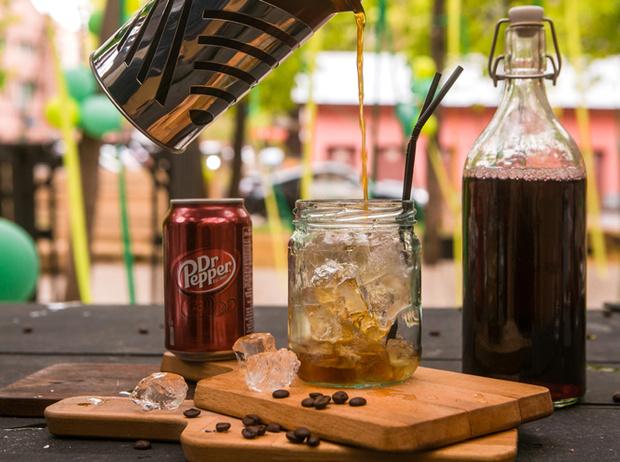 Фото №11 - Мятный, десертный, газированный: три рецепта холодного кофе для жаркого лета