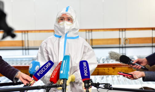 """Фото №1 - Первый день в """"красной зоне"""": Волонтеры начали помогать медикам в """"Ленэкспо"""""""