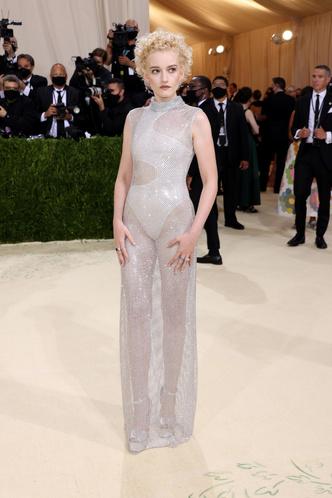 Фото №12 - В стиле сексуальной Одри Хепберн: самые провокационные «голые» платья на Met Gala