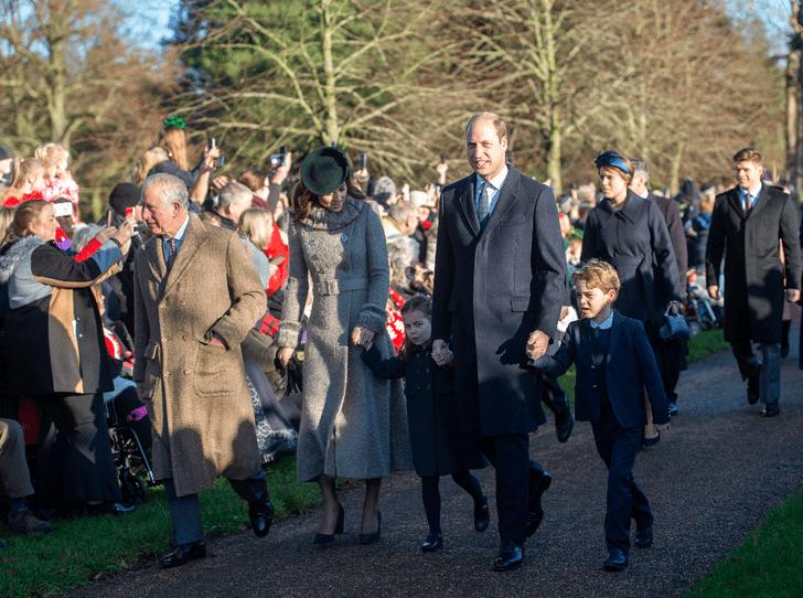 Фото №2 - Как принц Джордж и принцесса Шарлотта провели свою первую рождественскую службу