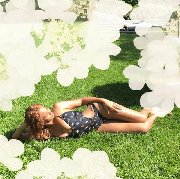 Фото №6 - Звездный Instagram: Знаменитости на лужайке