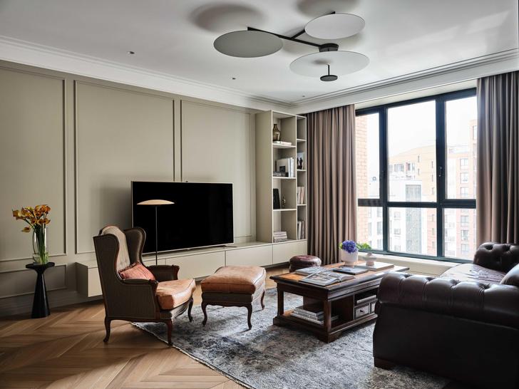 Фото №1 - «Манхэттенская» квартира с винтажной мебелью 136 м²