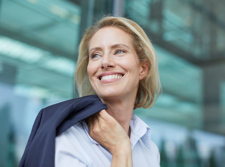 Фото №1 - 5 бьюти-навыков, которые стоит освоить каждой бизнес-леди после 40