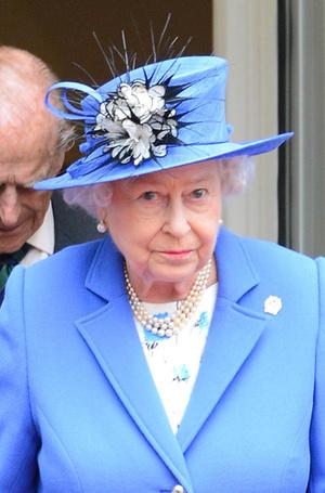 Фото №3 - Какое украшение Елизавета II носит практически постоянно (но вы не замечали)