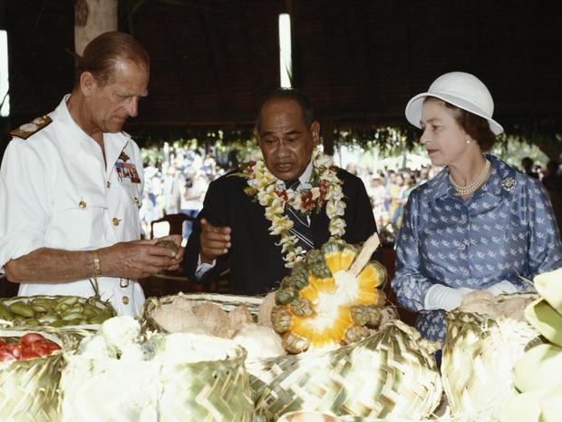 Фото №3 - Особые меры: почему Королева никогда не ест моллюсков и устриц