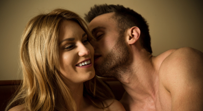 «Во время секса мужчины предпочитают грубые слова, а женщины — нежные»