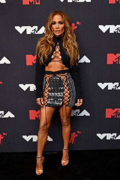 Фото №2 - Мадонна в боди, Джей Ло в «шнурочках»: 25 экстравагантных нарядов звезд на MTV VMA 2021