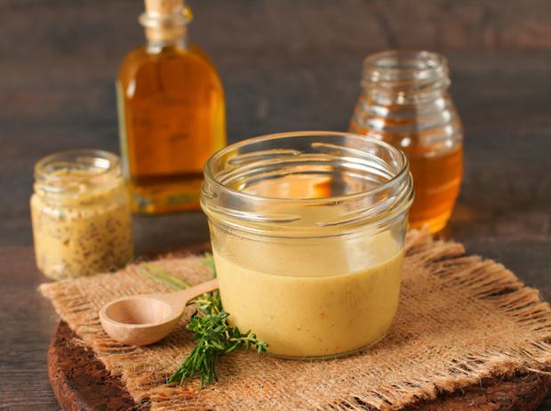 Фото №5 - Травы маслом не испортишь: готовим оригинальные заправки для салатов