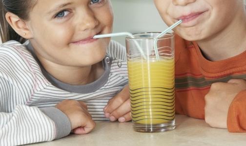 Фото №1 - Сладкие напитки делают подростков глупее