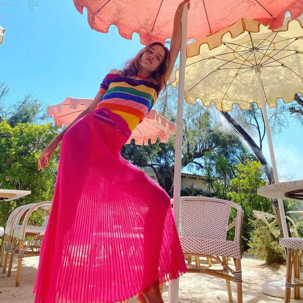 Фото №2 - Лето Водяновой: прозрачная юбка, длинные ноги и пляжи Сен-Тропе