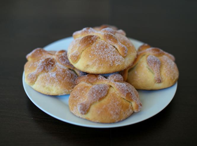 Фото №2 - Что такое Pan de Muerto или Рецепт «хлеба мертвых»