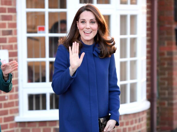 Фото №2 - Как герцогиня Кейт копирует Королеву (и зачем)