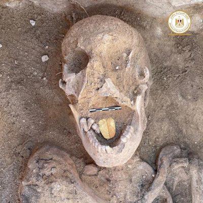 Фото №1 - В Египте обнаружены мумии с золотыми языками