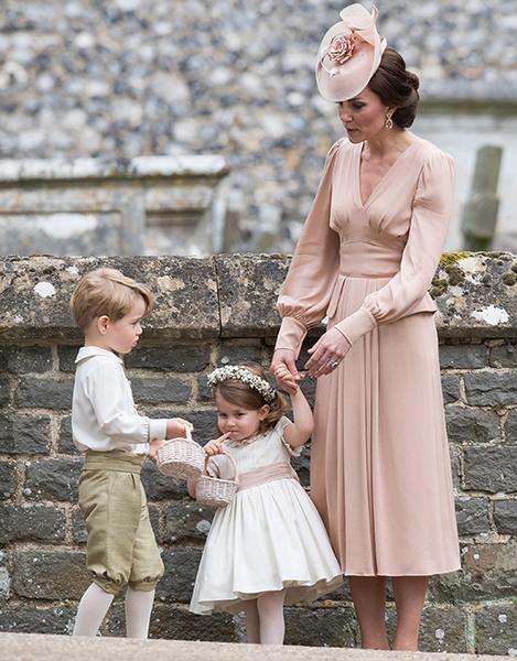 Фото №7 - Герцогиня Кембриджская в роли няни на свадьбе сестры (фото)