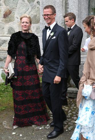 Фото №7 - Минус один принц: как прошла королевская свадьба в Швейцарии