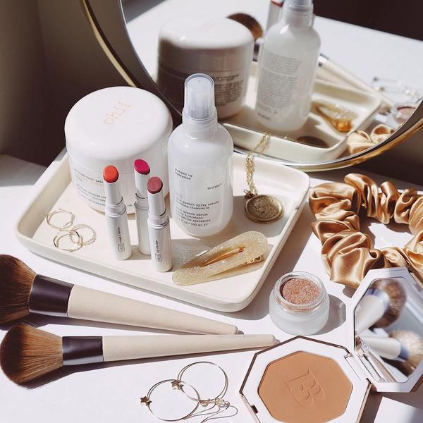 Фото №1 - Как правильно очищать, сушить и хранить кисти и спонжи для макияжа