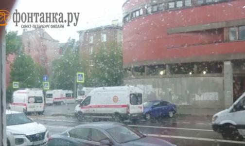 Фото №1 - У Покровской больницы вновь выстроилась очередь из скорых