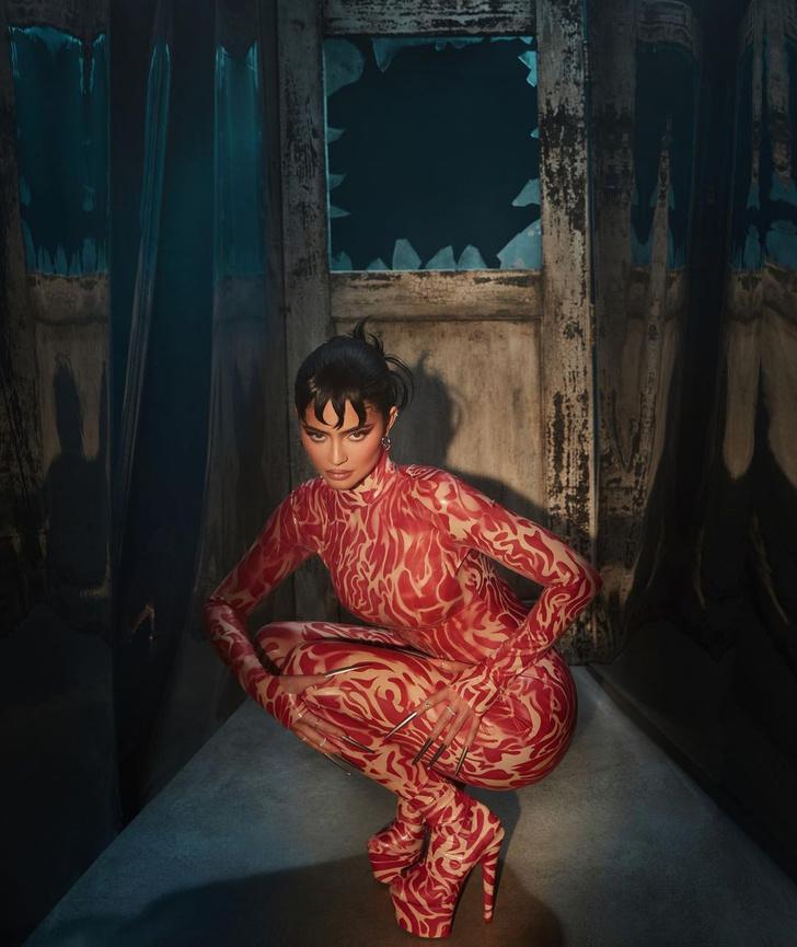 Фото №1 - Страшно красиво: Кайли Дженнер выпустила коллекцию макияжа, вдохновленную фильмом «Кошмар на улице Вязов»