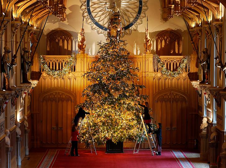 Фото №1 - Как проходит Рождество в королевской резиденции в Виндзоре